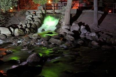 7813004-iluminado-un-arroyo-en-el-parque-oliva-polonia